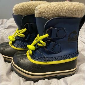 Sorel toddler snow boots size 8